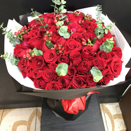 Red Rose Elegance: Gifts To China