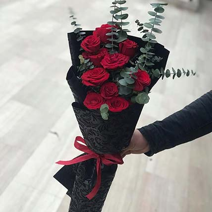 Red Roses Love Bouquet: Valentines Gifts Delivery in Jordan