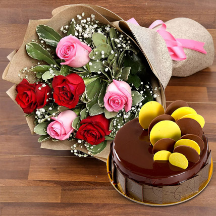 Beautiful Roses Bouquet With Chocolate Fudge Cake: