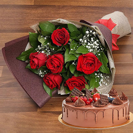 Elegant Rose Bouquet With Chocolate Fudge Cake: Valentine Flowers & Cakes
