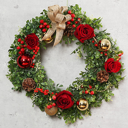 Green and Red Christmas Wreath: Christmas Home Decoration items
