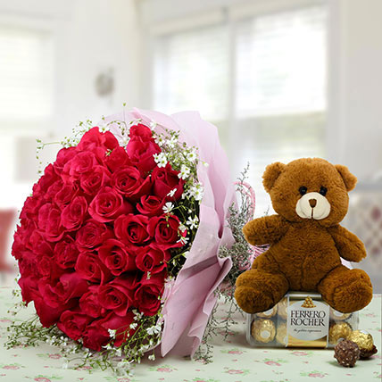 Hamper Showing love: Anniversary Flowers & Teddy Bears