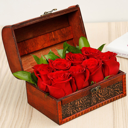 Passionate 8 Red Roses Box: Flower Arrangements