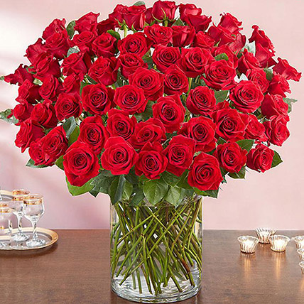 Ravishing 100 Red Roses In Glass Vase: Birthday Gift Ideas