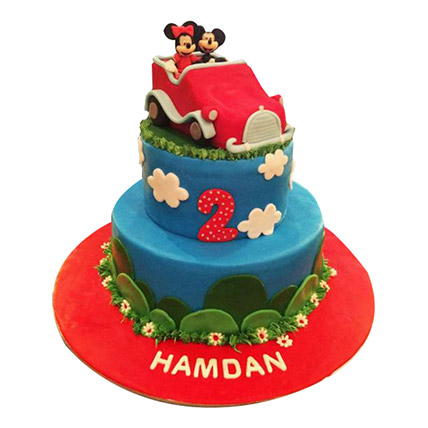 Minnie N Mickey in a car Cake: Minnie Mouse Cakes