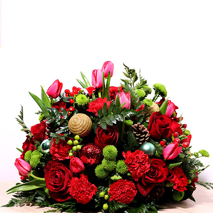 Red And Green Center Table Arrangement: New Year Flowers