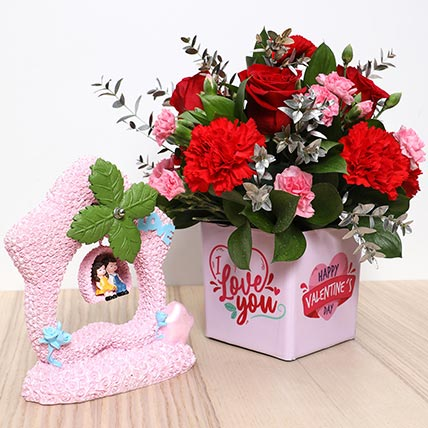 Valentines Flower Vase and Couple Idol: Valentine Day Gift Hampers for Girlfriend