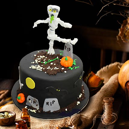 Mummy in Graveyard Cake: Halloween Themed Cakes
