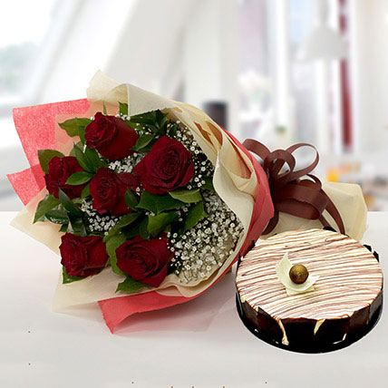 Enchanting Rose Bouquet With Marble Cake QT: Send Cake to Qatar